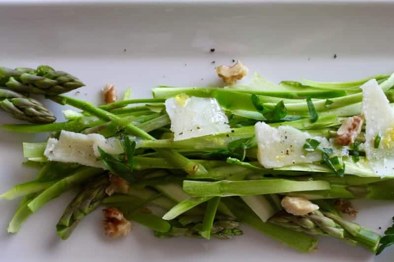 Asparagus Walnut Salad Recipe | a beautiful recipe to celebrate spring! www.LiveBest.info